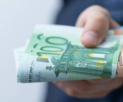 Ofrece préstamos monetarios a particulares